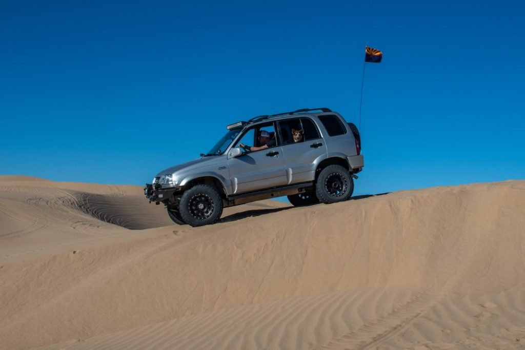 glamis sand dunes duning a suzuki grand vitara 1068x712 2